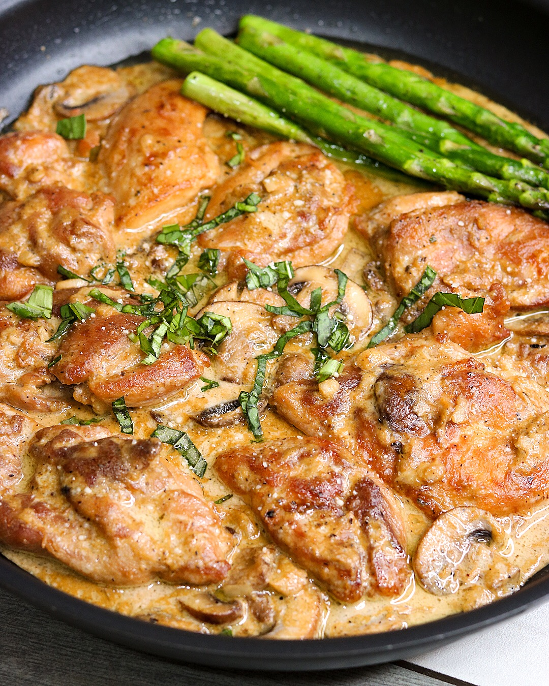 Keto / Low Carb Creamy Garlic Mushroom Chicken Recipe | www.ketofy.me | Keto Recipes | Keto Resources | Eating out on Keto | How to Start Keto Guide